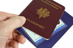 Avant de voyager cet été, pensez à votre passeport et à votre carte d'identité