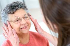 Personnes âgées en Ehpad : vers un accès aux soins visuels facilité
