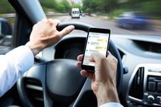Téléphone au volant : le permis peut être suspendu en cas d'infraction routière